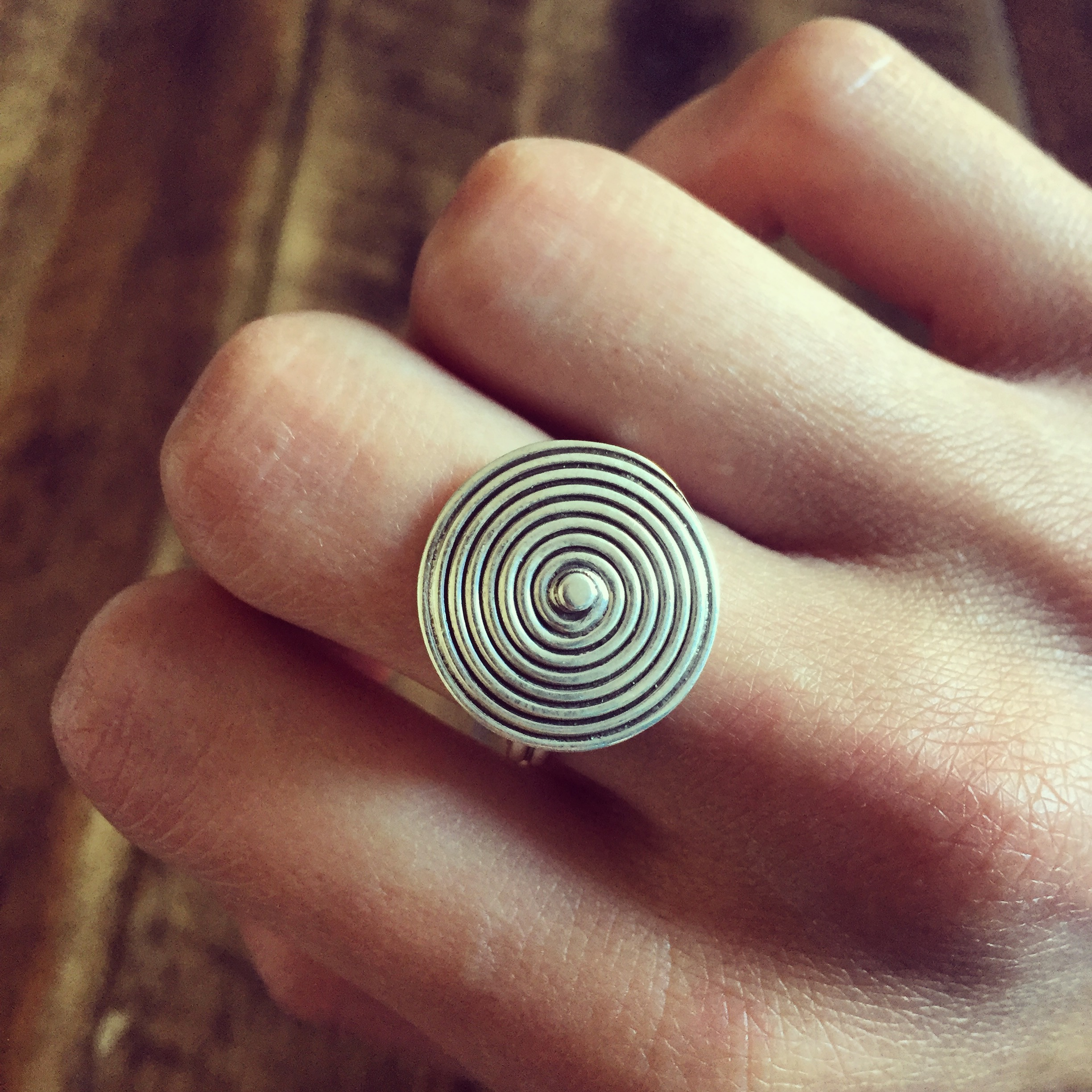 Dizzy daisy with bulb plain sterling silver ring